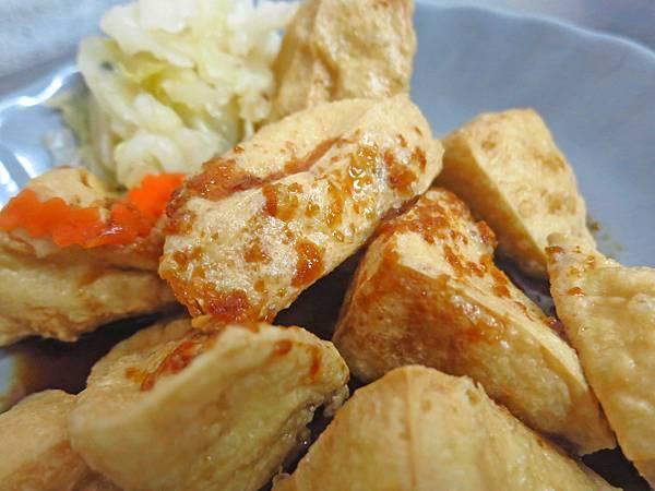 【台北美食】阿華大腸麵線臭豆腐-迪化街裡的臭豆腐店