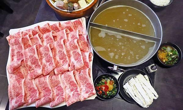 【蘆洲美食】正官木桶涮涮鍋-巨無霸份量的和牛火鍋店