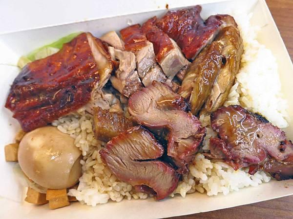 【新莊美食】香城燒臘小館-在地人極力推薦的排隊燒臘店