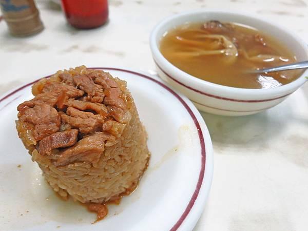 【台中美食】味泉米糕-忠孝夜市裡的超人氣小吃店