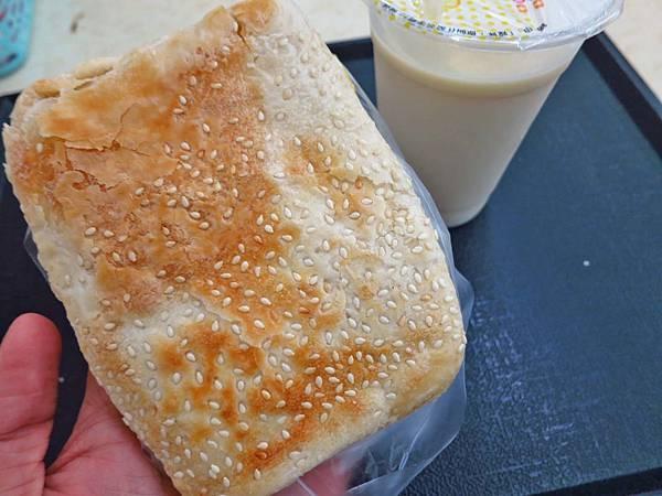 【台北美食】世紀豆漿大王-帶有焦香味的豆漿