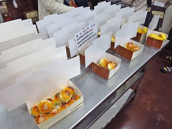 【板橋美食】小潘蛋糕坊-排隊人潮從不停過的鳳梨酥店