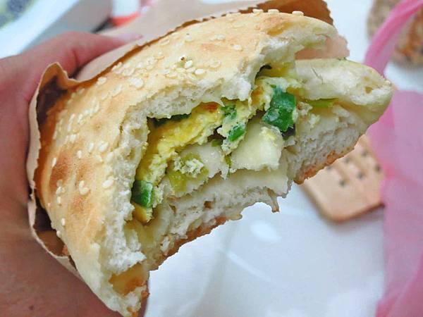 【蘆洲美食】兄弟燒餅-香噴噴炭火烤的美味燒餅