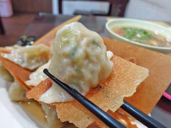 【桃園美食】元寶鍋貼-會爆漿的超薄皮鍋貼