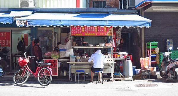 【三重美食】阿清伯油飯-在地人從小吃到大的不起眼小吃店