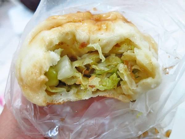 【蘆洲美食】湧蓮寺旁素食水煎包-美味又鮮甜的水煎包