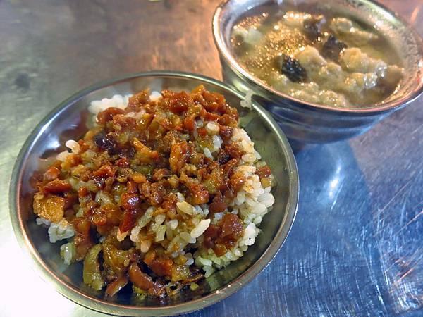 【台北美食】鴨頭正二代滷肉飯-湯頭鮮美的瓜仔肉湯