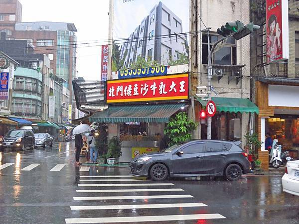 【宜蘭美食】北門綠豆沙牛乳大王-連下雨天也大排長龍的名店