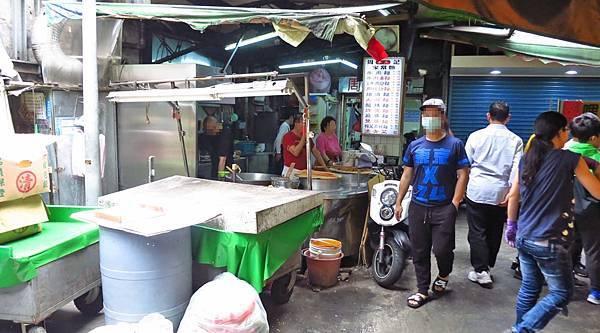 【台北美食】周記手工家常麵-隱身在城中市場裡的美味麵店