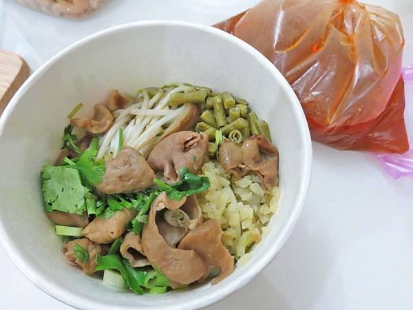 【蘆洲美食】川蜀冒菜-酸酸辣辣的酸辣粉
