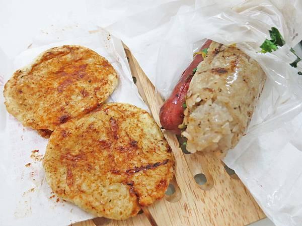 【蘆洲美食】民族路無名路邊攤-美味又迷人的大腸包小腸