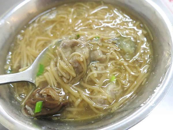 【台北美食】海產街蚵仔麵線-料多豐富的美味麵線