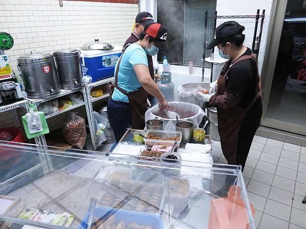 【台北美食】台大黑飯糰-附近學生最愛的早餐店之一