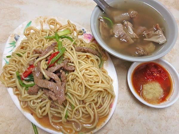 【台北美食】蕭家牛雜湯-人潮絡繹不絕的小吃店