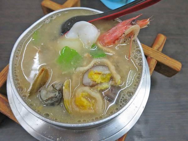 【台北美食】東石吳蚵仔煎小吃店-隱身在夜市旁巷弄裡的美味小吃店