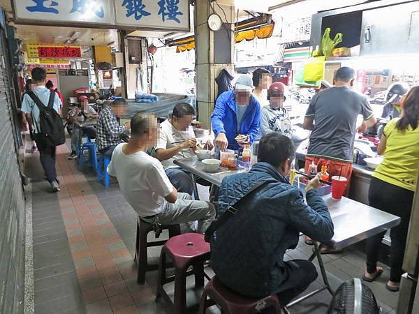 【三重美食】中華路油飯-值得推薦的美味無名路邊攤