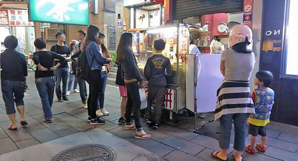 【台北美食】無名車輪餅-網路爆推的排隊美食