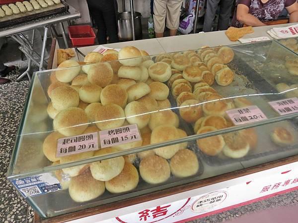【宜蘭美食】五結碳烤燒餅店-美味又迷人的烤饅頭