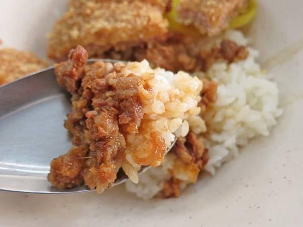 【台中美食】周記餃子專賣店-只要1個銅板就能吃到美味豬排飯