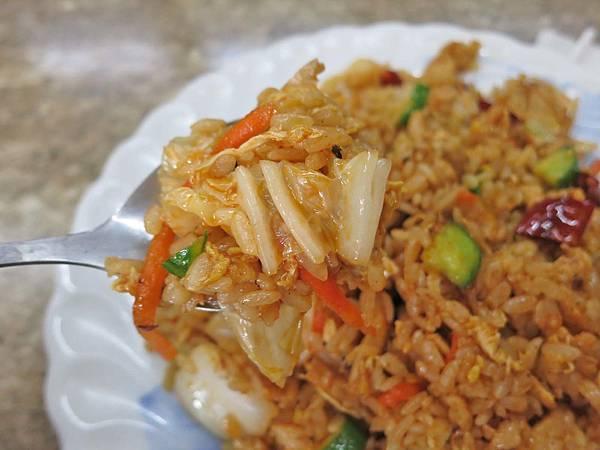 【林口美食】華新牛肉麵-令人著迷的炒飯