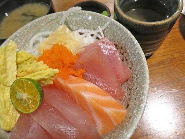 【蘆洲餐廳】福岡漁場-CP值爆表!100元就能吃到生魚片丼飯