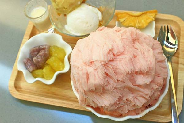 【台南美食】彩虹雪雪花冰甜品屋-全台首創!36種口味天然水果雪花冰
