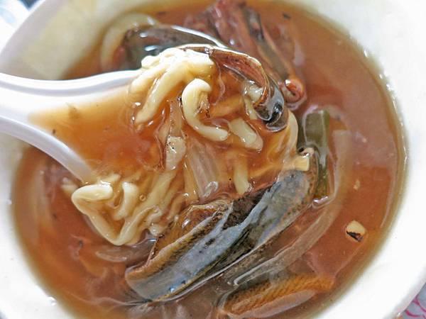 【台南美食】志明炒鱔魚-酸酸甜甜充滿焦香味的鱔魚麵