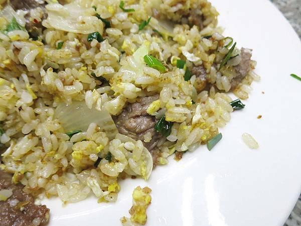 【台北美食】中華牛肉麵-美噴噴的沙茶黃牛肉炒飯