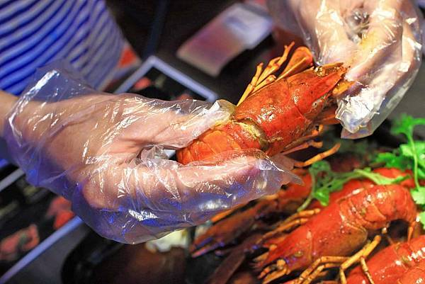 【中和美食】水貨炭火烤魚-一吃停不下手的巨無霸大份量美食!