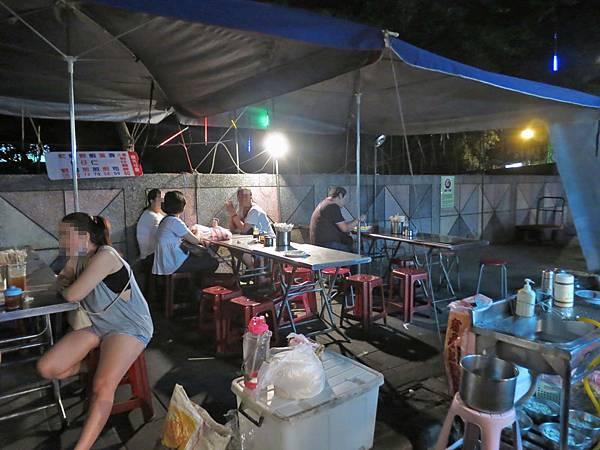 【台北美食】東石直銷蚵仔專賣店-跟餅乾一樣脆的美味蚵仔煎