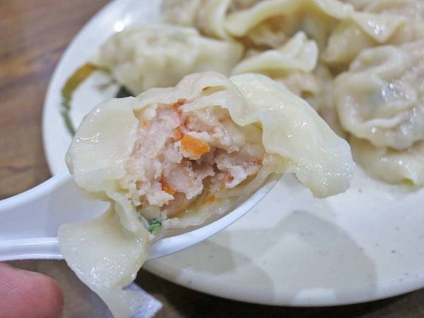 【三重美食】豪季水餃專賣店-會爆湯汁的美味水餃