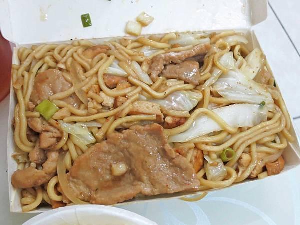 【三重美食】九池肉林-CP值爆表!50元就能吃到美味又料好實在的炒麵
