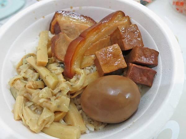 【台北美食】蔡家傳當歸豬腳豬腳飯-超大又厚實的豬腳飯