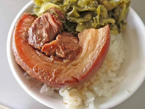 【台中美食】蕭爌肉飯-在地人激推的焢肉飯美食