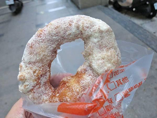 【台北美食】脆皮鮮奶甜甜圈-軟Q又帶有奶香味的脆皮甜甜圈