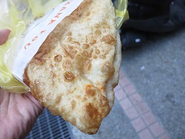 【台北美食】光華正宗老舖炸蛋蔥油餅-份量大又美味的蔥油餅
