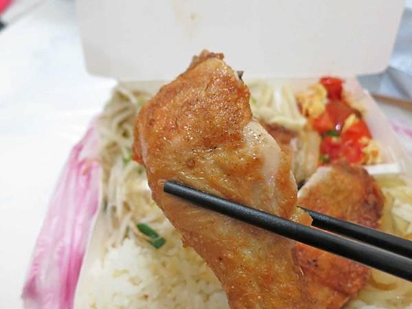 【蘆洲美食】鱻八里便當-60元就能吃到CP值超高的美味便當店!