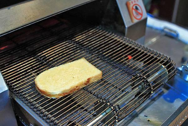 【板橋美食】原創厚切牛排-多汁程度破表!超過3公分厚度的爆汁厚切豬排