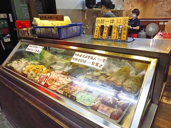 【蘆洲美食】東坡麻辣燙滷味-乾濕二吃的美味麻辣燙滷味