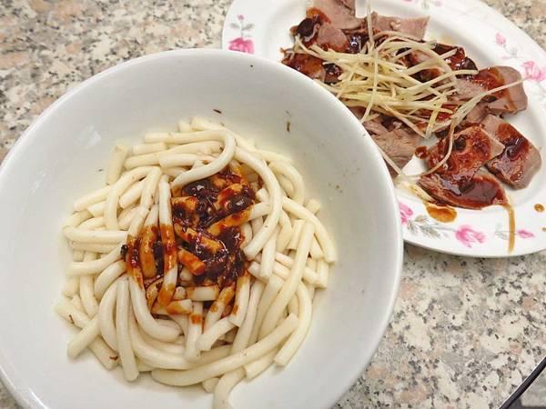 【台北美食】勇伯米苔目-老舊街道裡的50年老字號小吃店