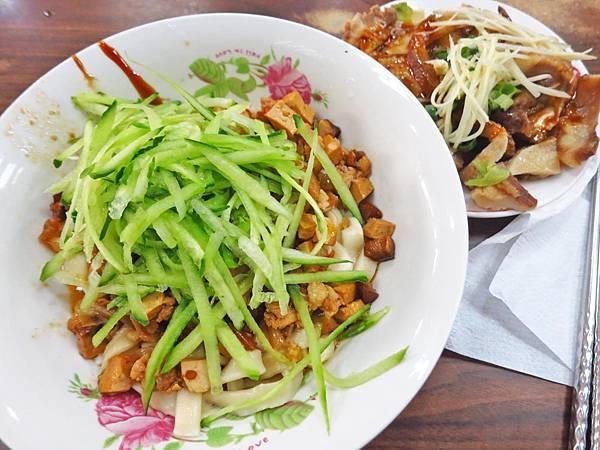 【五股美食】九九麵食館-用餐時間滿滿人潮的美食小吃店