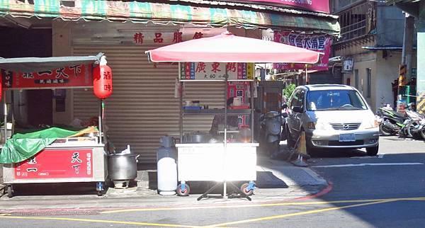 【蘆洲美食】民族路無名路邊攤-美味又迷人的皮蛋瘦肉粥
