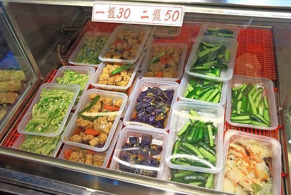 【超過170個攤位!】各式各樣美食、食材讓你逛到腳酸!不論刮風還是下大雨,都能逛街絕佳室內好景點!-汐止秀豐市場