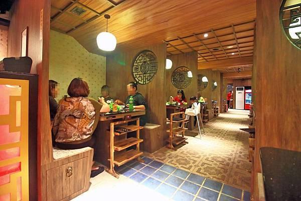 【板橋美食】重慶老火鍋-別的地方吃不到的正統重慶麻辣火鍋精髓美味!九宮格獨特吃法