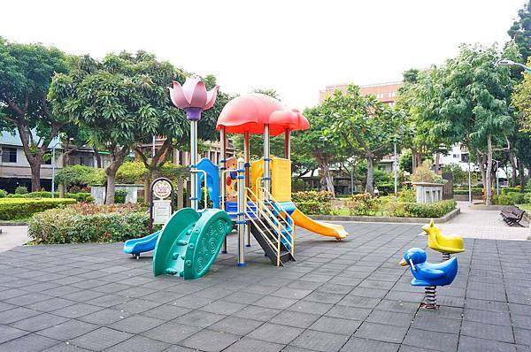 【台北建案】城市莊園-寧靜的巷弄裡,有如莊園一般的花園綠地,豪宅等級的設備工法,交通便利的雙捷運宅