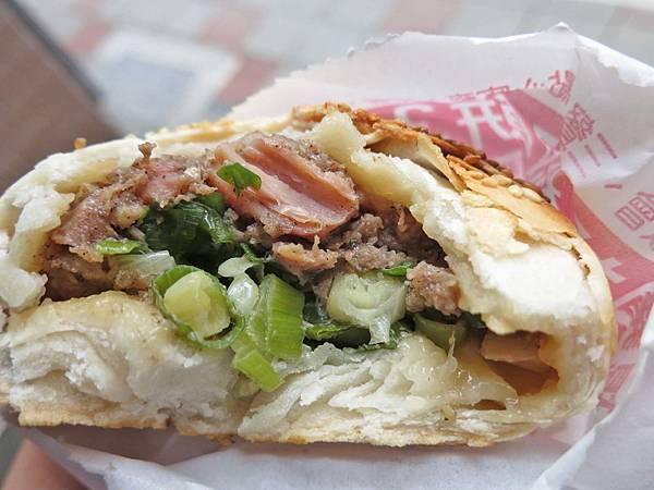 【台北美食】胡椒餅&炭烤地瓜-深受不少附近上班族喜愛的平價美食