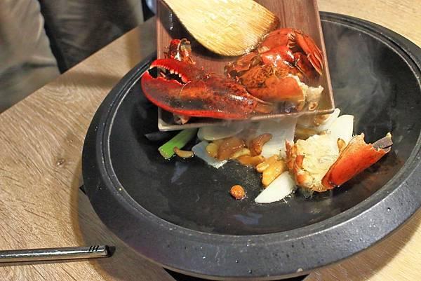【中和美食】龍石鍋物-全台首創火焰龍蝦石頭爆炒火鍋