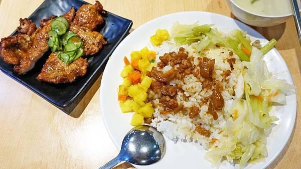 【台北美食】三福排骨飯-附近居民從小吃到大的20年老字號排骨飯店