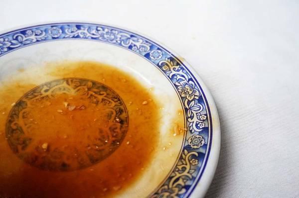 【台北美食】無名路邊攤米粉湯-每到用餐時間大排長龍的路邊攤美食