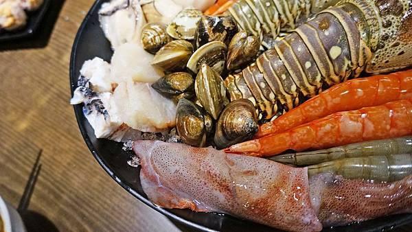【板橋美食】有乾人麻辣鴛鴦火鍋-真材實料!吃了會著迷的隱藏版巷弄麻辣火鍋店